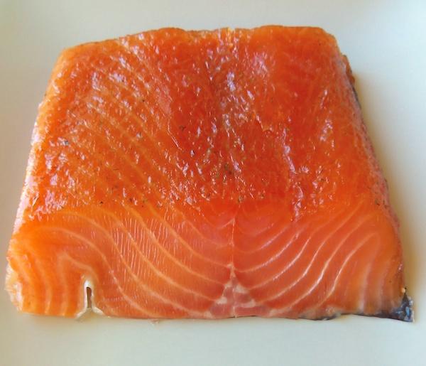 Corte de salmón marinado