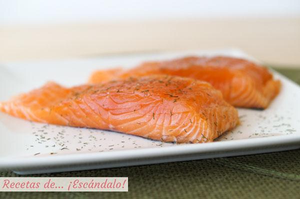 Salmon marinado casero al eneldo