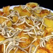 Patatas al microondas con pimenton y gulas