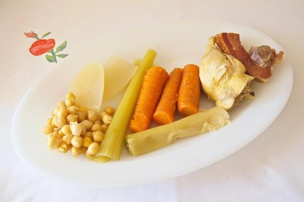 Receta de caldo de pollo casero con garbanzos