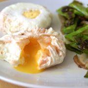 Huevos escalfados o poché