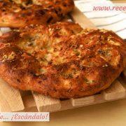Focaccia italiana con roquefort y hierbas