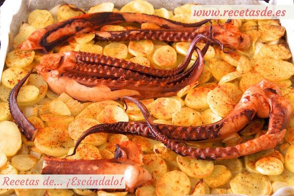 Asado de pulpo al horno con patatas al estilo murciano