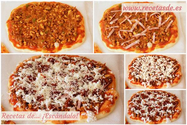 Montaje de la pizza barbacoa con masa de pizza casera