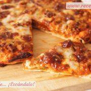 Pizza barbacoa con masa de pizza casera