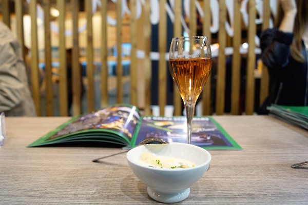 Sopa blanquita de delgado seleccion con esparragos y berberechos