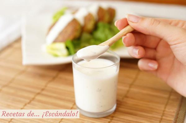 Como hacer salsa de yogur casera, ideal para ensaladas, kebab, falafel