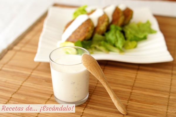 Como preparar salsa de yogur casera, ideal para ensaladas, kebab, falafel