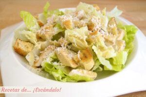 Ensalada cesar con pollo y salsa cesar casera, la receta original