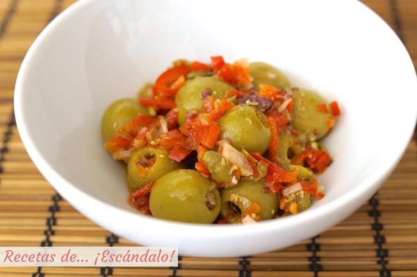 Receta de aceitunas alinadas con vinagreta de mostaza y pimiento rojo