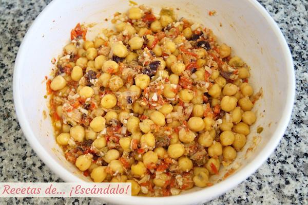 Como preparar la ensalada de garbanzos y atun con vinagreta de mostaza y pimiento