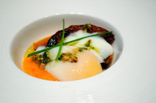 Huevo a baja temperatura con pure de calabaza y calabaza asada