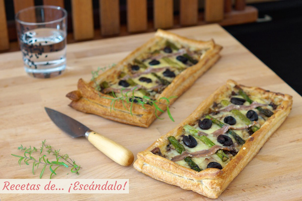 Receta de tarta de hojaldre salada con esparragos y anchoas