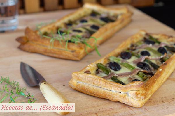 Tarta de hojaldre salada con esparragos y anchoas