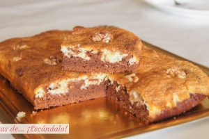 Brownie de chocolate negro y blanco con nueces