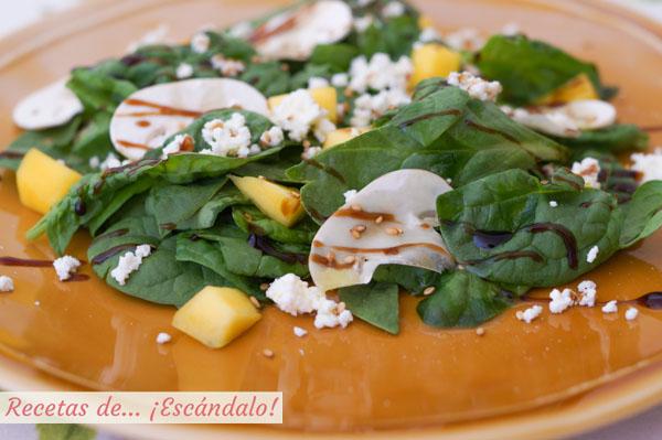 Ensalada de espinacas con champinones y mango