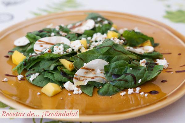 Ensalada de espinacas frescas con champinones y mango