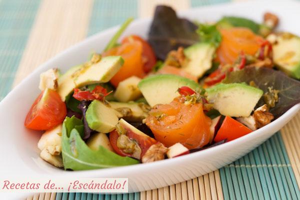 Receta de ensalada de aguacate con salmon y alino picante de eneldo