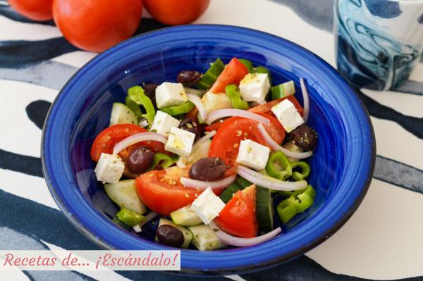 Receta de ensalada griega con queso feta, la original que comi en Santorini