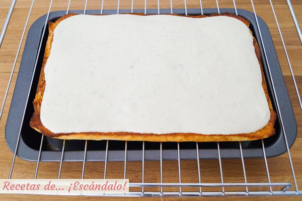 Bizcocho de limon con crema de queso mascarpone y lima