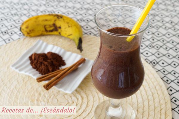Receta saludable de batido de platano y chocolate con canela
