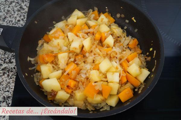 Relleno de pularda con cebolla, puerro, manzana y calabaza