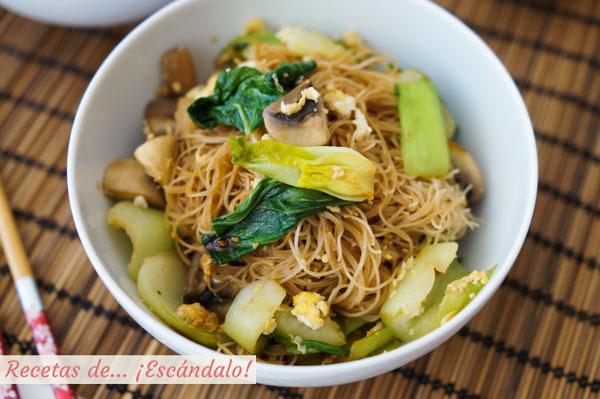 Como hacer fideos de arroz chinos salteados con champinones y pak choi