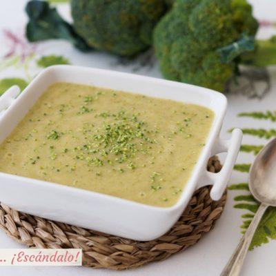 Crema de brocoli con ajos tiernos y patata. Receta saludable