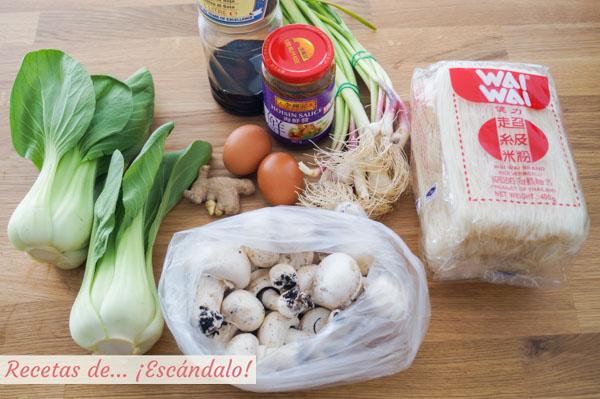 Ingredientes fideos de arroz con verduras