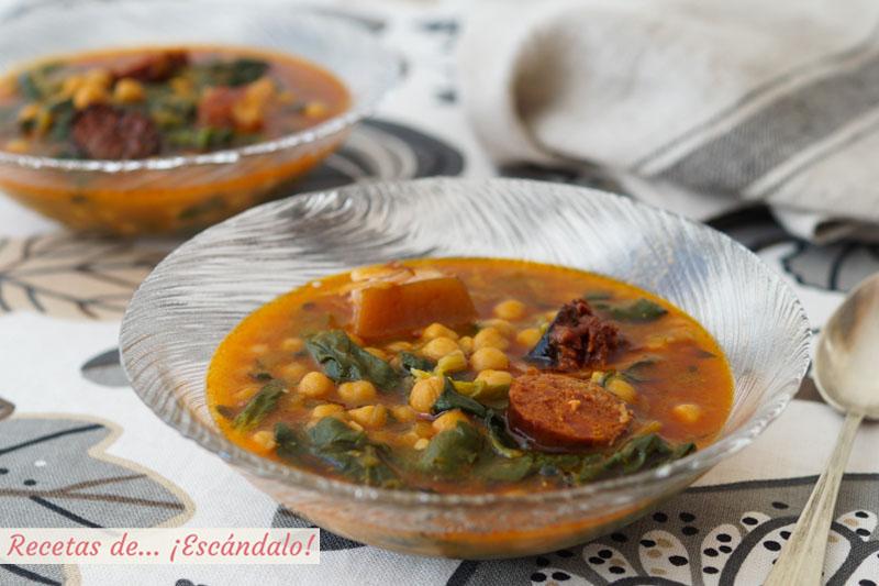 Potaje de garbanzos con espinacas y chorizo. Receta deliciosa paso a paso