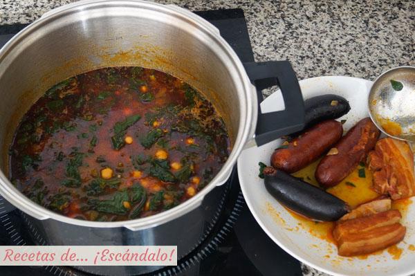 Potaje de garbanzos con espinacas y chorizo