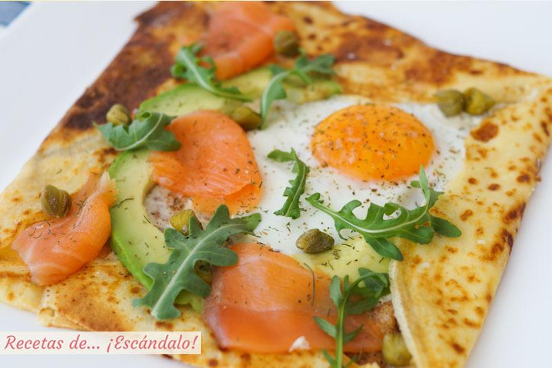 Crepes salados con salmon, queso y rucula