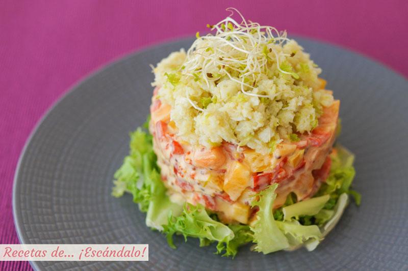 Ensalada de cangrejo o jaiba con pimientos y papaya