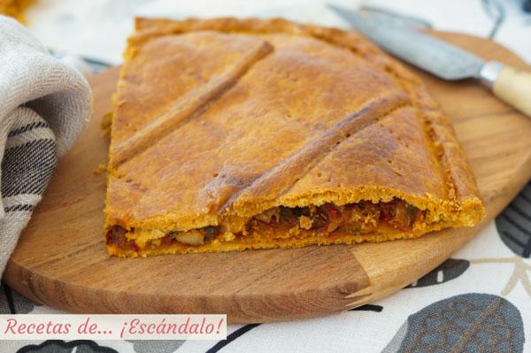 Receta de empanada gallega de bonito y pimientos con masa de empanada casera