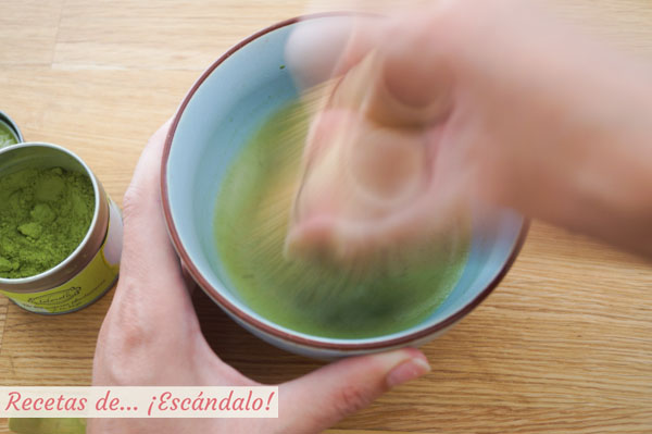 Diluir te matcha con Chasen
