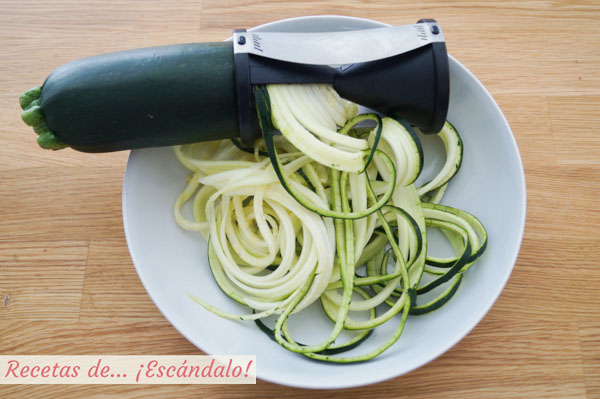 Espaguetis de calabacin con espiralizador de verduras