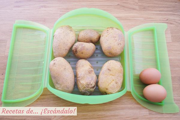 Patatas cocidas y huevos duros