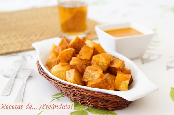 Receta de patatas bravas paso a paso con su salsa brava casera