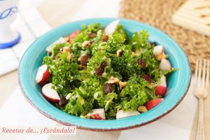 Ensalada de quinoa y kale con vinagreta de mostaza, deliciosa