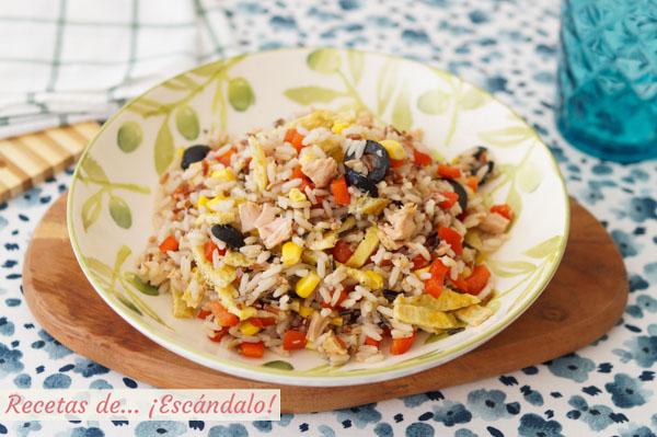 Receta de ensalada de arroz y atun con tortilla francesa. Facil y muy rica