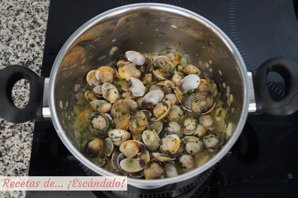 Berberechos en salsa verde