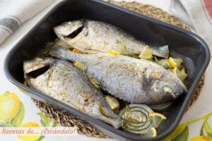Receta de dorada al horno con cebolla, un pescado delicioso