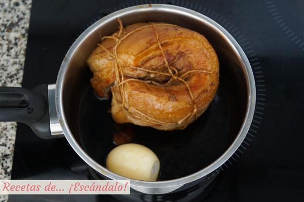 Panceta de cerdo y huevos con marinada de ramen