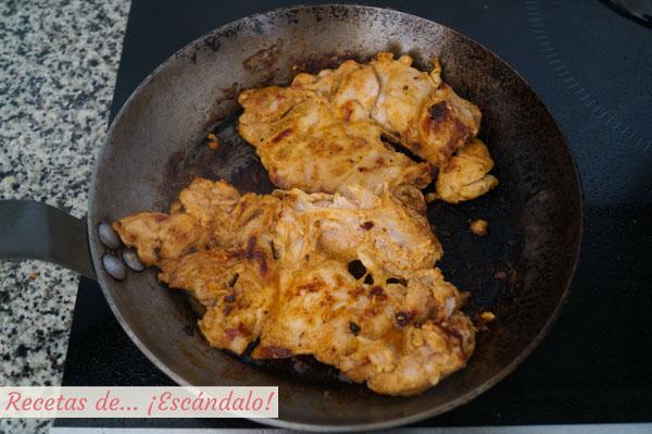 Pollo kebab marinado