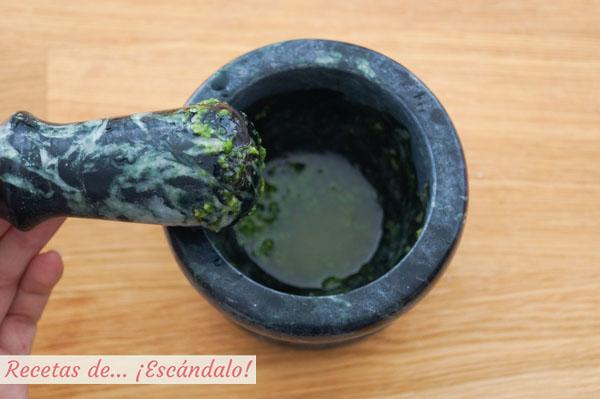 Salsa verde con ajoy perejil