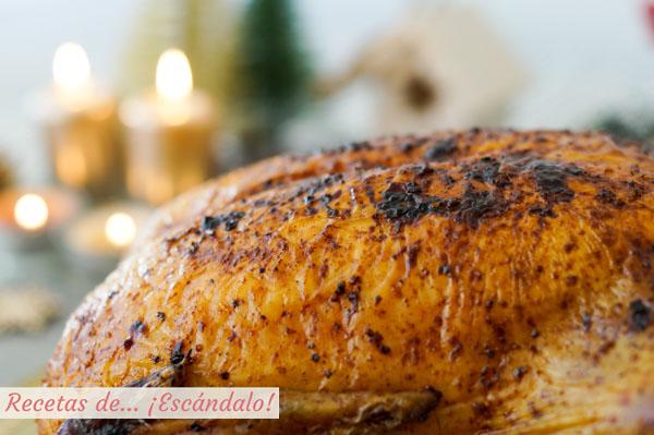 Como hacer pollo relleno al horno con guarnicion de zanahorias asadas, uvas y boniato