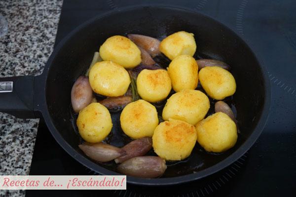 Guarnicion de patatas y chalotas