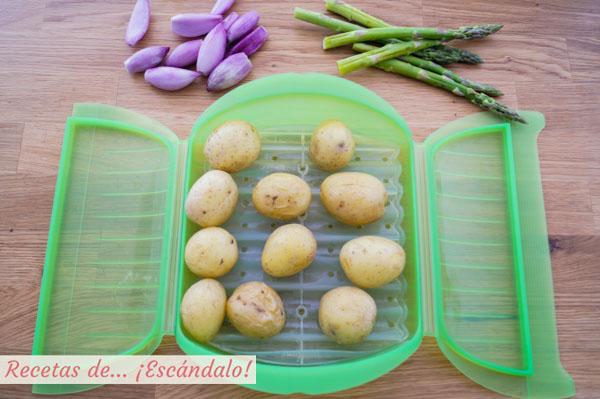 Guarnicion de patatas y esparragos para cochinillo