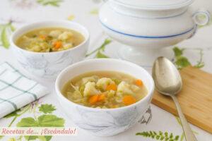 Sopa de verduras casera. Receta saludable y reconfortante