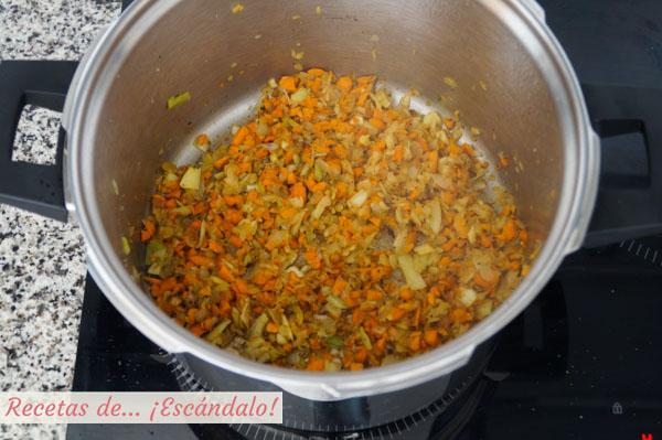 Sofrito de verduras para salsa bolonesa